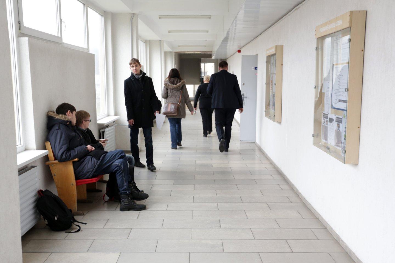 Abiturientai sparčiai ruošiasi artėjantiems brandos egzaminams.<br>V.Balkūno nuotr.