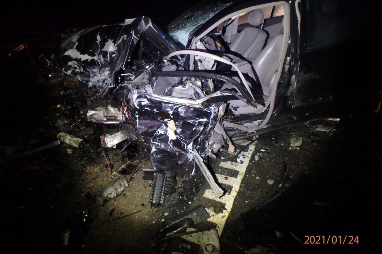 3 žmones pražudžiusią avariją Kauno rajone sukėlęs 23-ejų vairuotojas buvo girtas.<br>Kauno policijos nuotr.