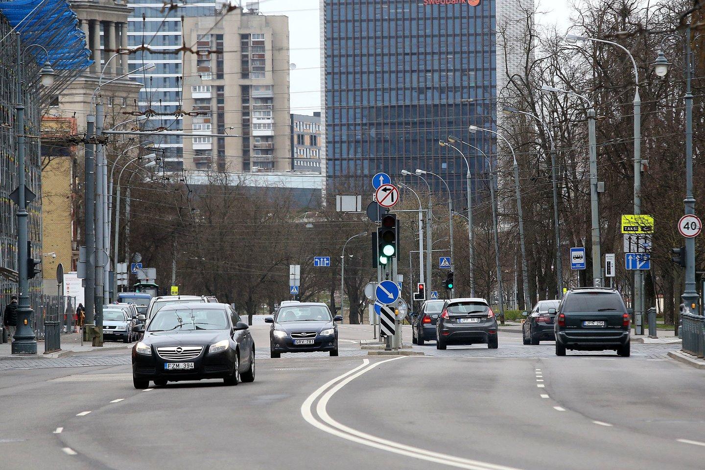 Naujų automobilių pardavimų smukimas Lietuvoje šių metų sausio-kovo mėnesiais buvo didžiausias Baltijos šalyse ir vienas didžiausių Europos Sąjungoje.<br>R.Danisevičiaus nuotr.