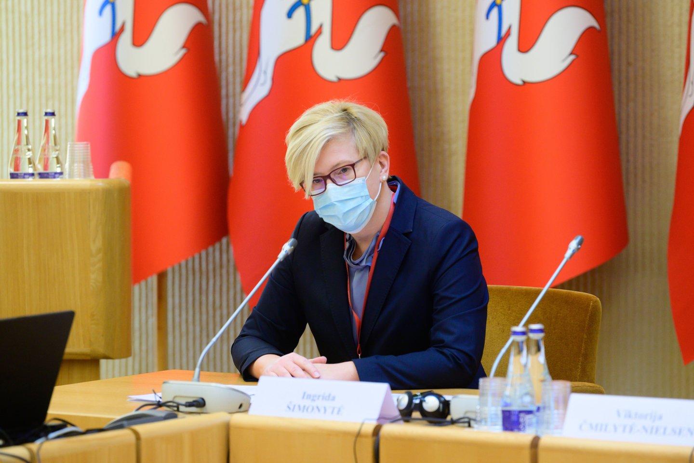 I.Šimonytė pasiskiepijo nuo koronaviruso, bet ne nuo problemų valdžios viršūnėse.<br>V.Skaraičio nuotr.