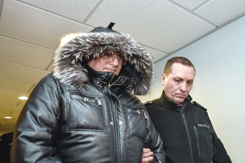 Teisėjas V.Kažys prieš dvejus metus su antrankiais buvo atvestas į teismą.