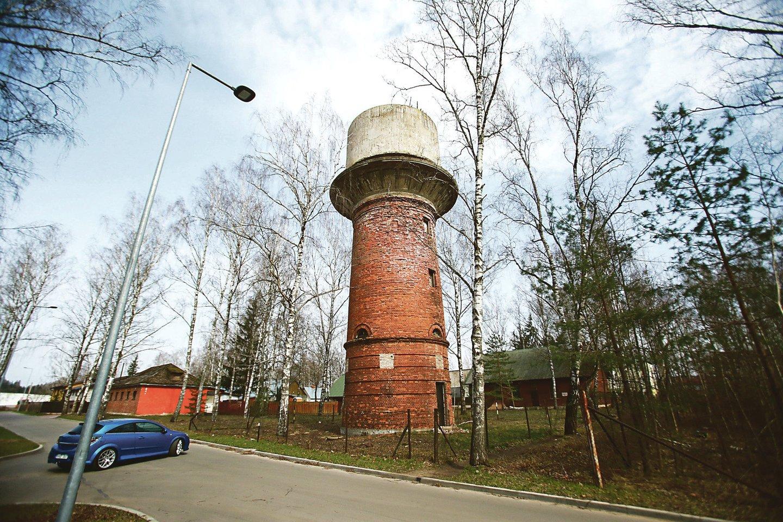 Išskirtinis karinio miestelio objektas – itin aukštas vandentiekio bokštas.<br>G.Bitvinsko nuotr.