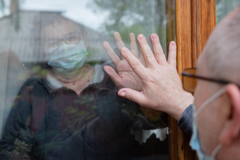 Praeivė nugirdo vyro, atėjusio prie ligoninės aplankyti savo žmonos, pokalbį.<br>123rf.com asociatyvioji nuotr.