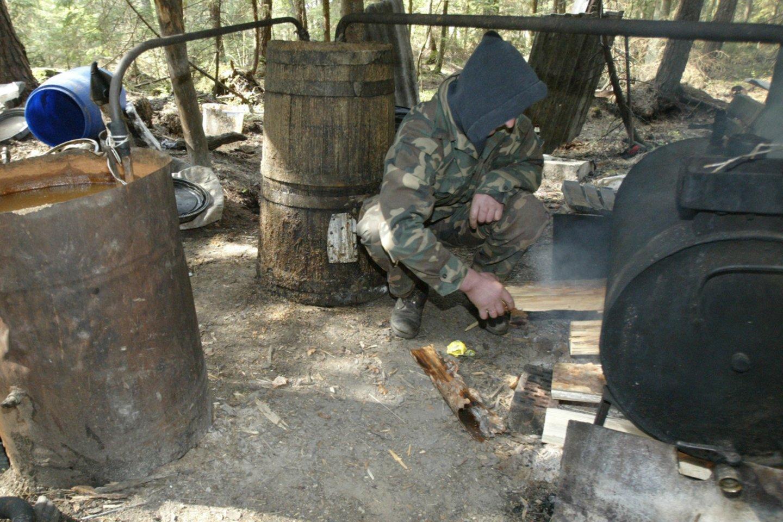 Vilkaviškio rajone per policijos reidą rastas naminės degtinės fabrikėlis.<br>P.Lileikio asociatyvioji nuotr.