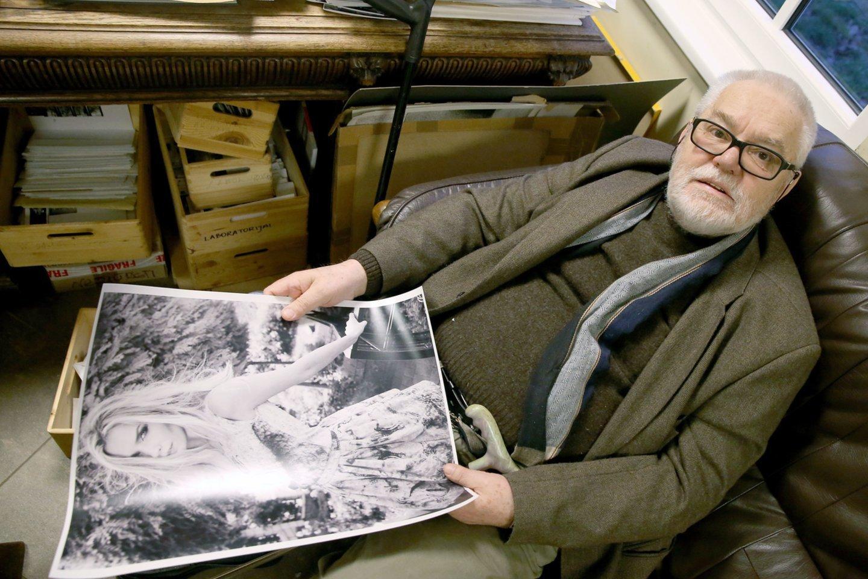 Fotomenininkas Antanas Sutkus tvarko savo archyvą..<br>R.Danisevičiaus nuotr.