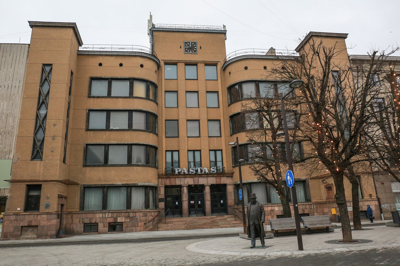 Kam turėtų būti naudojami Kauno ir Klaipėdos centrinių paštų pastatai, turėtų atsakyti galimybių studijos, sako kultūros ministras.<br>G.Bitvinsko nuotr.