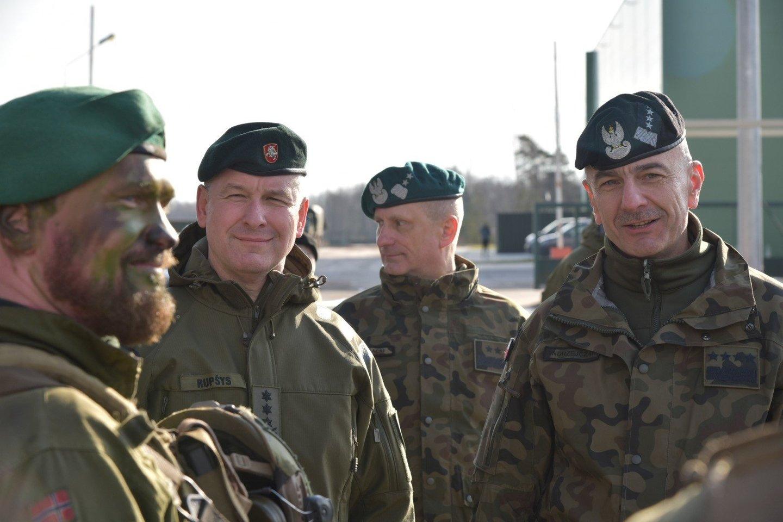 Lietuvos kariuomenės vadas generolas leitenantas Valdemaras Rupšys vyksta oficialaus vizito į Lenkiją.<br>KAM nuotr.