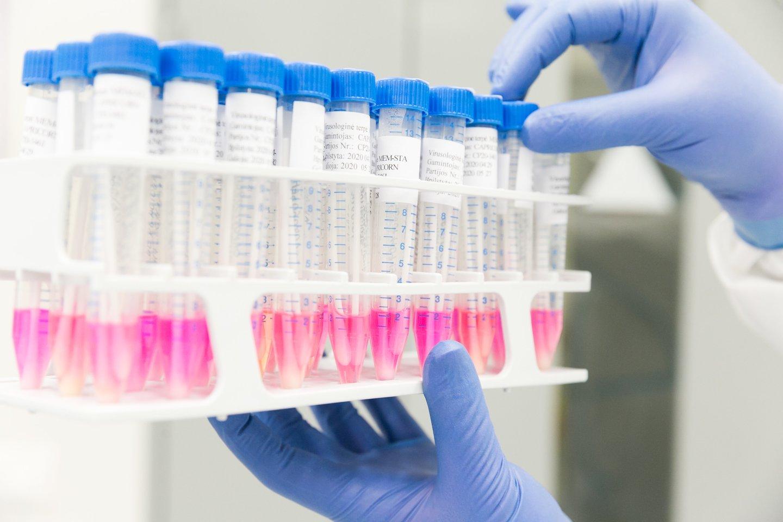 Antradienio žiniomis, nuo pandemijos pradžios pasaulyje koronavirusu užsikrėtė142 733 066 asmenys, COVID-19 sukėlė3 043 955 mirtis.<br>T.Bauro nuotr.