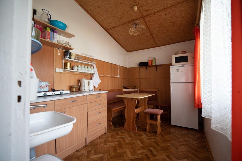 """Taip šeimos poilsio namelis atrodė prieš tai, kol dizainerė ėmėsi jį atgaivinti.<br>""""Ikea"""" nuotr."""