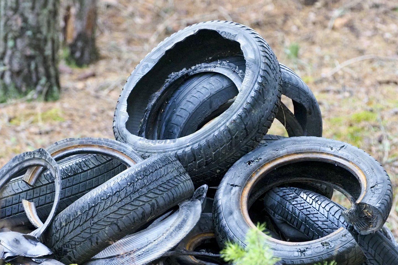 Administracinių nusižengimų kodekse siūloma už aplinkos teršimą numatyti transporto priemonės konfiskavimą.<br>V.Ščiavinsko nuotr.