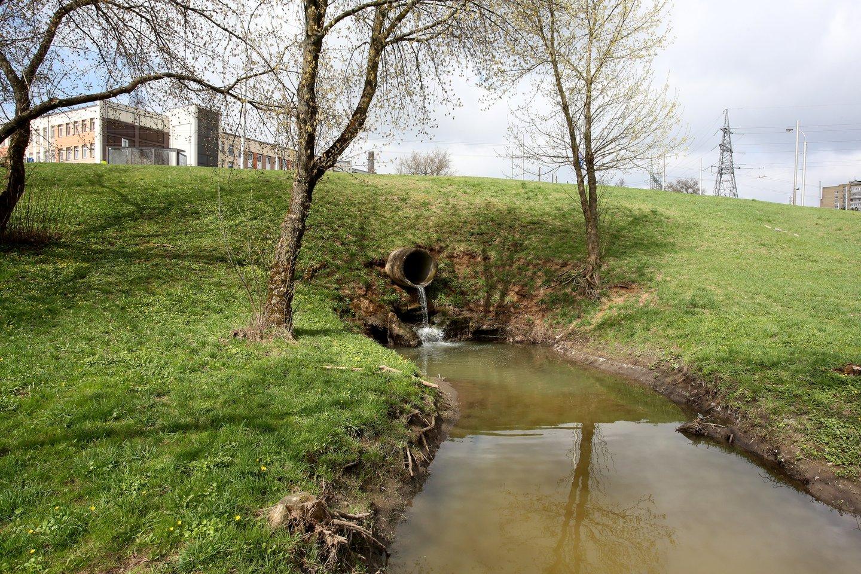 Aplinkos ministerijos kuriama Nuotekų tvarkymo informacinė sistema (NTIS) padės saugoti šalies vandens telkinius nuo taršos individualiai tvarkomomis nuotekomis ir pagerinti jų būklę. Joje fiksuojami duomenys aiškiai parodys, kaip sklypo savininkas tvarko nuotekas, ar neviršija taršos normų.<br>M.Patašiaus nuotr.