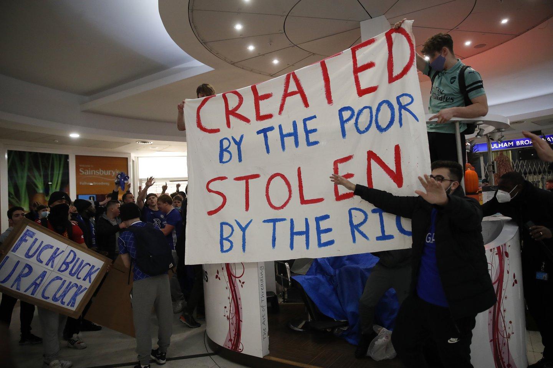 """""""Sukurtas vargšų, pavogtas turtingųjų""""<br>Reuters/Scanpix nuotr."""