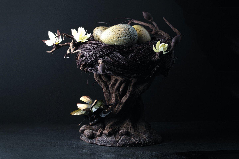 """""""Šokoladinis lizdas"""" – skulptūra, kurią D.Valentienė sukūrė prieš Velykas."""
