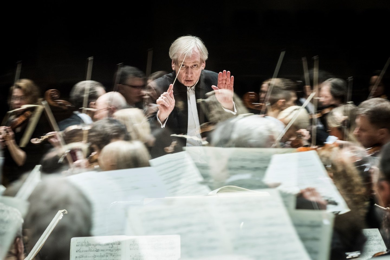 Gintaras Rinkevičius ir jo vadovaujamas Lietuvos valstybinis simfoninis orkestras.<br>D.Matvejevo nuotr.