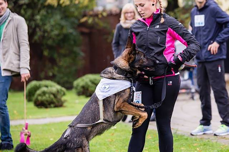 Skaistė kurį laiką dirbo šunų dresuotoja, tačiau netruko suprasti, kad jos pagalbos, ne mažiau nei dresuojamiems šunims, reikia ir jų šeimininkams.<br>Asmeninio albumo nuotr.