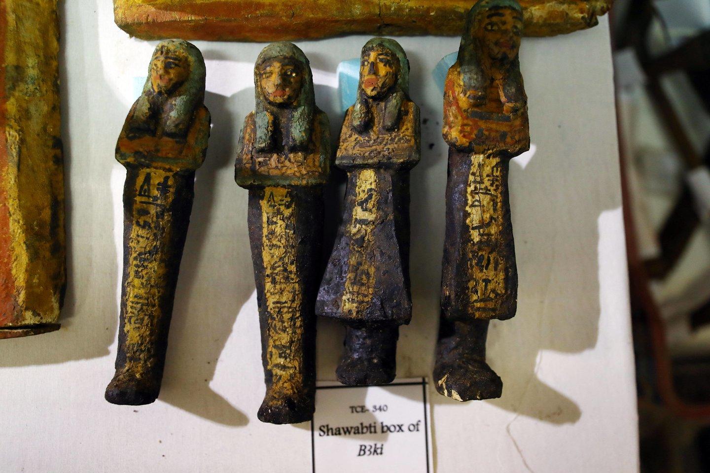 Mažos statulėlės ir amuletai yra dievų ir faraonų formų, turi jų vardus.<br>Imago / Scanpix nuotr.