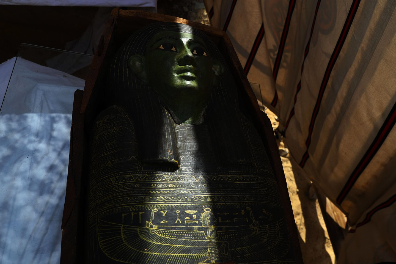 Egipto archeologinė misija, dirbanti Sakaros nekropolyje netoli Gizos piramidžių, šių metų pradžioje paskelbė atradusi senovės Egipto karalienės Neit, pirmojo VI dinastijos faraono, valdžiusio Egiptą daugiau nei prieš 4300 metų, žmonos ir dukters, kapo šventyklą. Sarkofagas iš šventyklos.