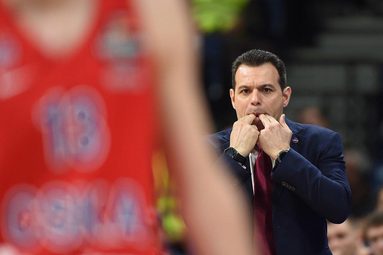 CSKA treneris D.Itoudis konfliktuoja su žaidėjais.<br>G.Šiupario nuotr.