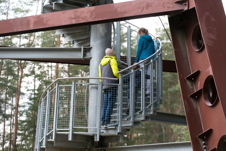 Nuo 36 metrų aukščio Mindūnų apžvalgos bokšto atsiveria įspūdingi apylinkių vaizdai.<br>T.Bauro nuotr.