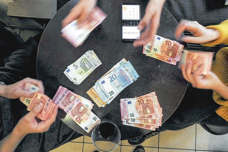Mažiau finansiškai raštingi gyventojai linkę didesnę dalį investicijų nukreipti į NT.<br>V.Ščiavinsko nuotr.