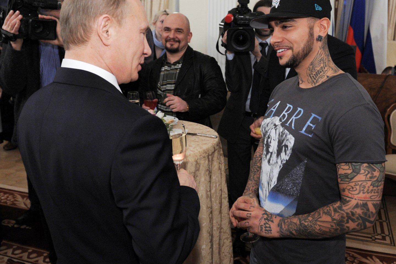 Vladimiras Putinas ir Timati 2019-aisiais.<br>Reuters/Scanpix nuotr.