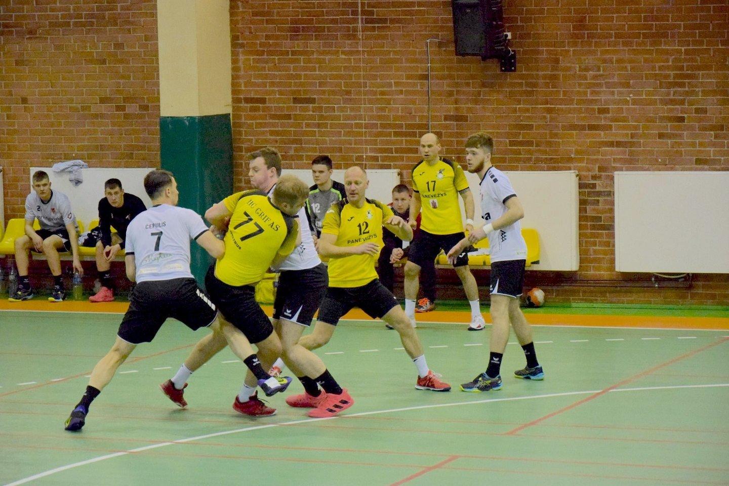 Rankinio lygoje žaidžiamos ketvirtfinalio rungtynės.<br>rankinis.lt nuotr.