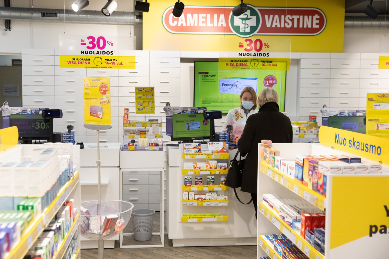 Nors įprastai dauguma apklausos dalyvių apsipirkimus vaistinėse planuoja ir čia užsuka kas mėnesį ar kelis, tačiau pastaruoju metu nusipirkti vaistų, maisto papildų, kosmetikos ar pasikonsultuoti pacientai ateina vis dažniau.<br>Pranešimo nuotr.