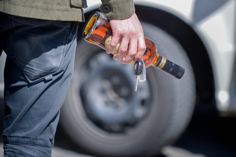 Sunkiasvorių transporto priemonių vairuotojams yra taikoma 0 promilių alkoholio riba, nepaisant to, vien pernai šią taisyklę pažeidė 400 vairuotojų.<br>J.Stacevičiaus nuotr.