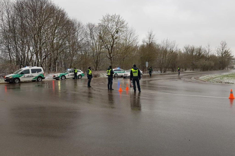 Per savaitę Kelių patrulių kuopos pareigūnai mobiliaisiais greičio matavimo prietaisais užfiksavo 916 greičio viršijimo atvejų.<br>Pranešėjų spaudai nuotr.