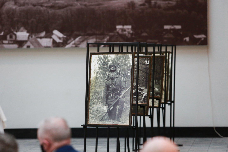 A.Ramanausko-Vanago skulptūra stovės Merkinėje (Varėnos r.).<br>G.Bitvinsko nuotr.
