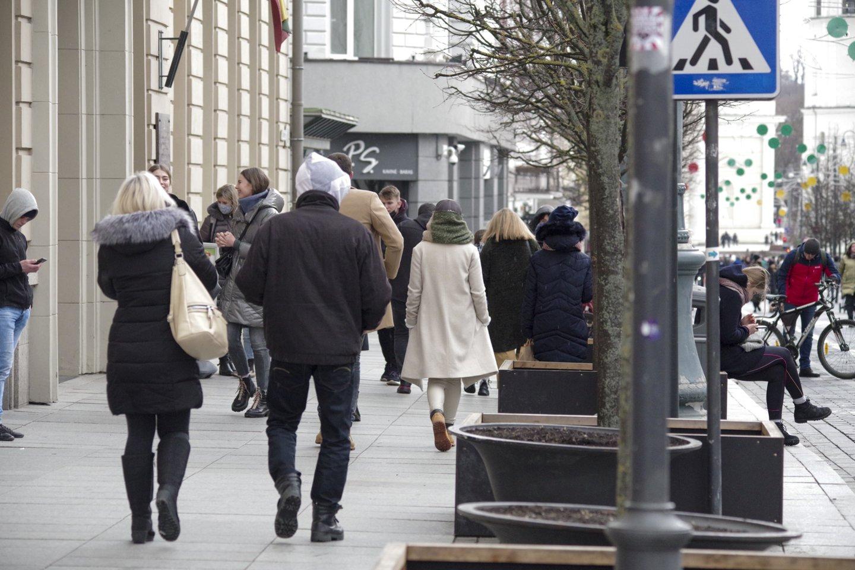 Vilnius,gatvėse žmonės,koronavirusas,pavasaris,orai, karantinas, gatvė, miestas<br>V.Ščiavinsko nuotr.