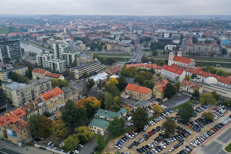 Lietuvos didmiesčiuose per pastaruosius 12 mėnesių butų kainos augo 7,2 proc. Rinkos dalyviai nuogąstauja, kad dėl žemės sklypų trūkumo, pabrangusios darbo jėgos ir išaugusių reikalavimų, kainų augimas greitu metu nesustos.<br>V.Ščiavinsko nuotr.