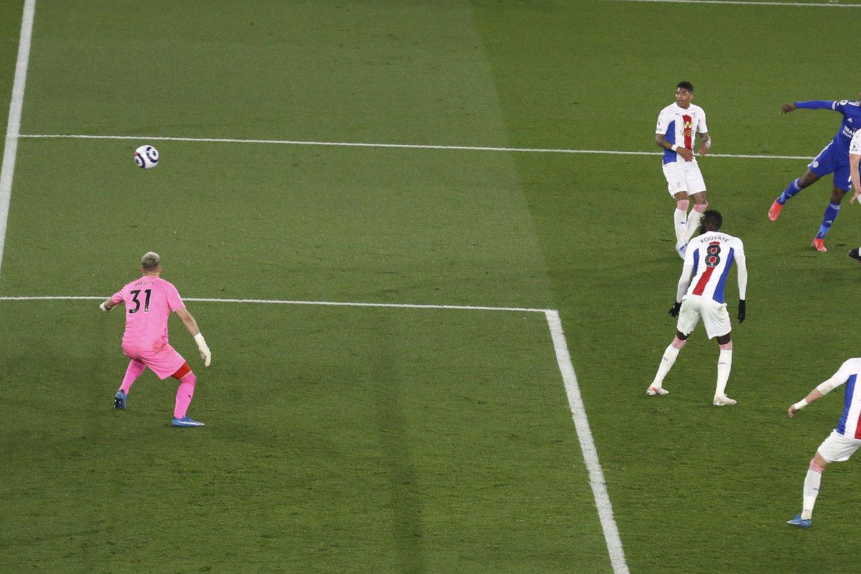 """Lemiamas """"Leicester City"""" žaidėjo Kelechi Iheanacho įvartis.<br>Reuters/Scanpix.com nuotr."""