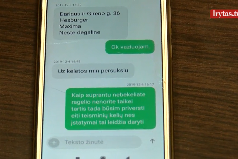 """Vilniuje nusipirkę automobilį ir sugrįžę juo namo klaipėdiečiai suvokė, kad įsigijo """"karstą ant ratų"""".<br>Stop kadras"""