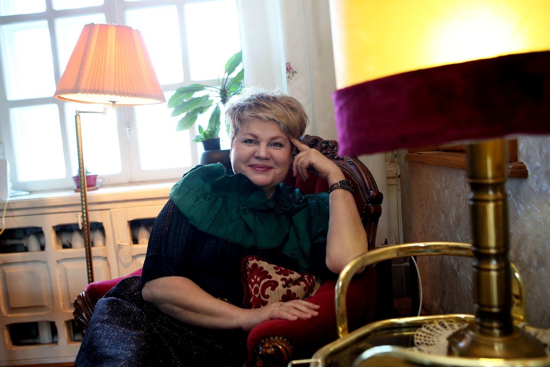 Atsisveikinusi su scena A.Buzaitė džiaugiasi ramiu gyvenimu Karmėlavoje.<br>M.Patašiaus nuotr.
