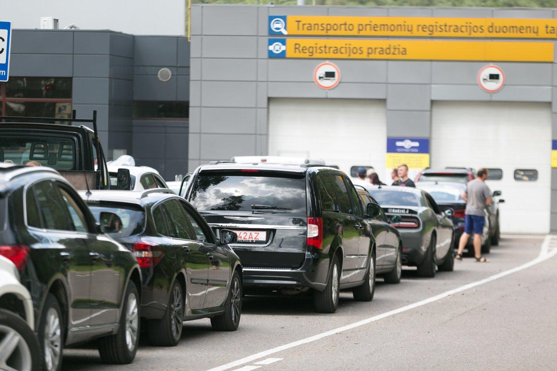 Nuo gegužės 1 d. keičiasi iš užsienio įvežamų transporto priemonių įsigijimo ir registracijos procesas.<br>T.Bauro nuotr.