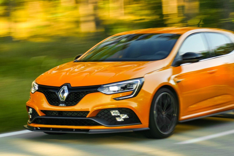 """""""Renault"""" kompanija paskelbė, kad siekdami padidinti savo automobilių saugumą, ribos maksimalų savo gaminamų automobilių greitį.<br>ww.unsplash.com nuotr."""