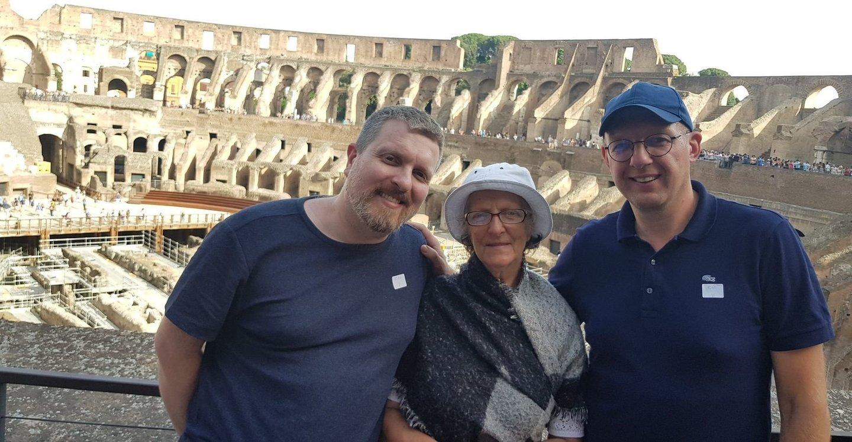Janina Zvonkuvienė džiaugiasi, kad jos sūnūs Deivydas ir Romas visuomet buvo geri, tad ir patarimų per daug jiems nedalijo.<br>Asmeninio albumo nuotr.