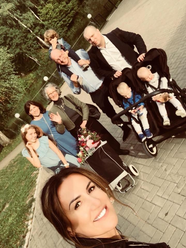 Janina Zvonkuvienė su šeima.<br>Asmeninio albumo nuotr.