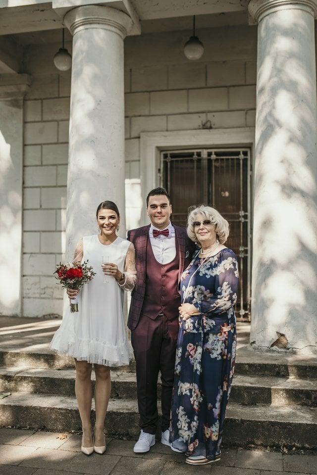 Vaiva Mainelytė per anūko Jokubo Maldeikio ir jo mylimosios Gerdos Vinkauskaitės vestuves 2020 metais.<br>V.Krisko nuotr.