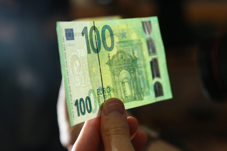 Įsigijus prekę iš užsienio ir įvykdžius bankinį pavedimą pinigai gavėją turėtų pasiekti taip pat greitai, kaip ir vykdant įprastus vietinius pavedimus.<br>R.Danisevičiaus nuotr.