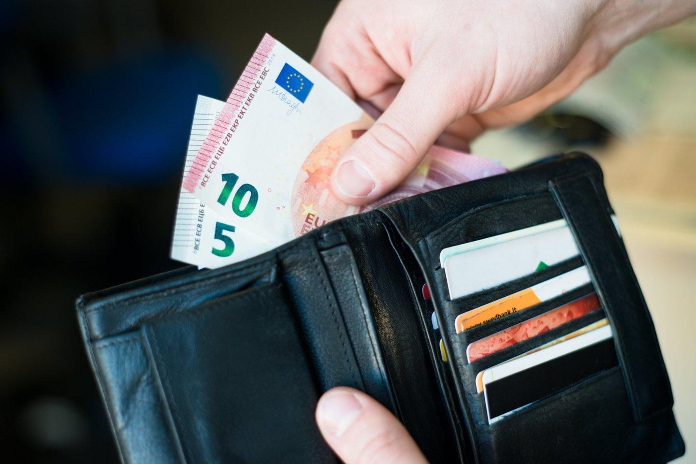 Įsigijus prekę iš užsienio ir įvykdžius bankinį pavedimą pinigai gavėją turėtų pasiekti taip pat greitai, kaip ir vykdant įprastus vietinius pavedimus.<br>J.Stacevičiaus nuotr.
