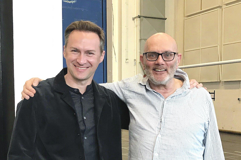 Tenorą E.Montvidą (kairėje) prestižinė Londono scena suvedė su jo garbinamu britų režisieriumi R.Jonesu.<br>Nuotr. iš asmeninio albumo