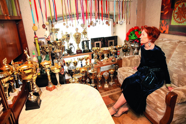 G.Danienė dukters iškovotus trofėjus dabar saugo bute Vilniuje.<br>R.Danisevičiaus nuotr.