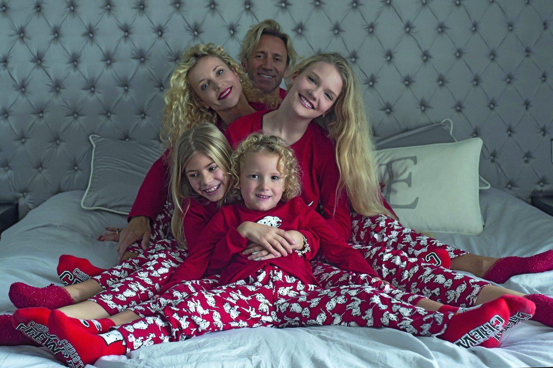 Visa šeima: Edita, jos dukra Evita, Romeo, Mirko ir jo dukra Brenda (kairėje).<br>S.Stojkovic ir D.Danisevičiaus nuotr.