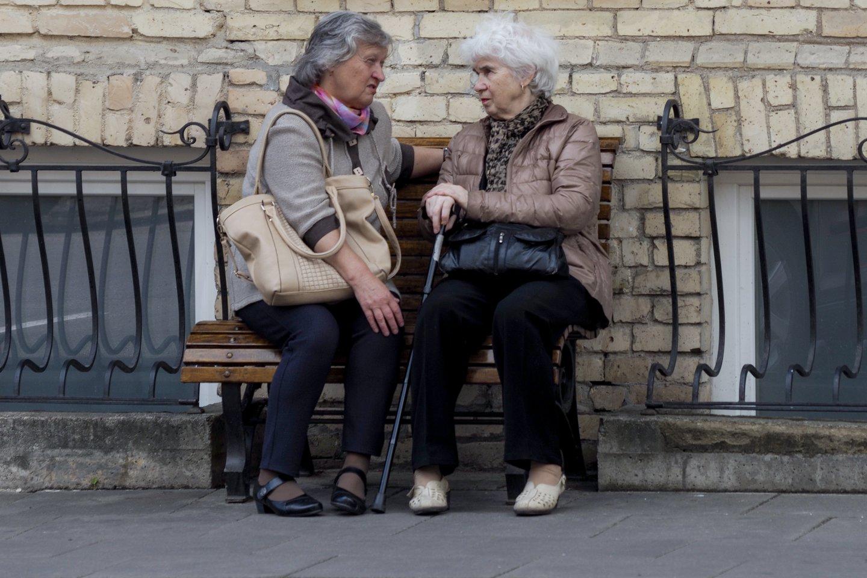Lietuvoje šiuo metu senatvės pensijos amžiaus riba moterims yra 63 m. 4 mėn., o vyrams 64 m. 2 mėn.<br>V.Ščiavinsko nuotr.