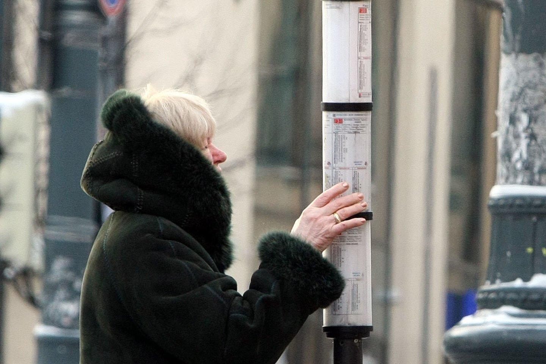 Ukmergės autobusų stoties vadovai nusprendė, kad informaciją keleiviams geriau pateikti ne šiuolaikiškose švieslentėse, o popieriaus lapuose.<br>R.Danisevičiaus nuotr.