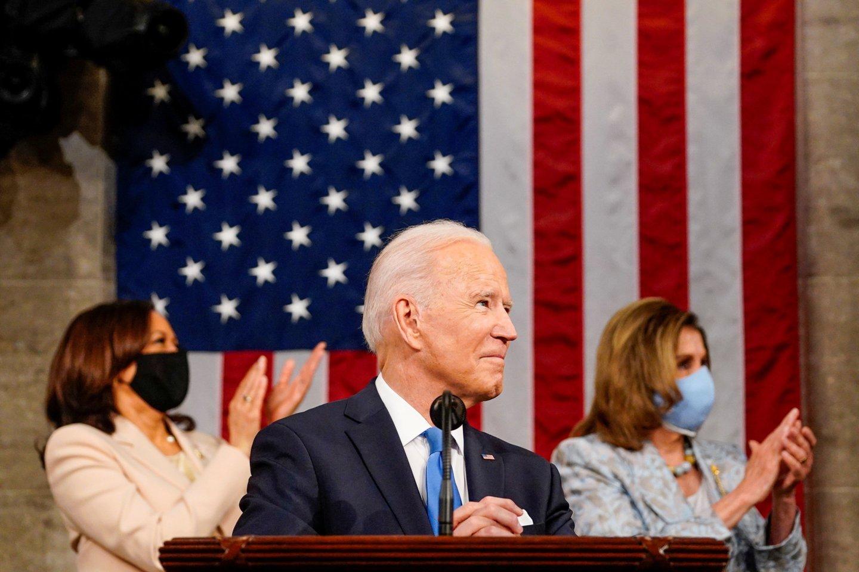 """Sakydamas kalbą Kongresui J. Bidenas gyrė """"vėl judančią"""" Ameriką. <br>Reuters/Scanpix nuotr."""