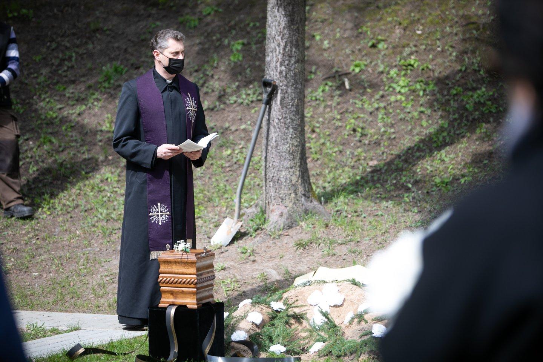 Rašytojas Vytautas Bubnys išlydėtas į paskutinę kelionę.<br>T.Bauro nuotr.