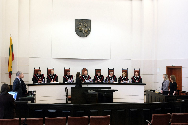 KT nevertins įstatymo, kuriuo nenustatyta teisėjo teisė į papildomą atlygį už krūvį.<br>R.Danisevičiaus nuotr.